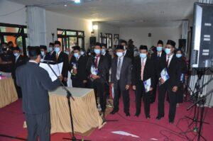 Pembcaan SK oleh Rektor terpilih Bapak Umar, M.Pd.I menetapkan nama - nama terpilih Wakil Rektor I, II, III, Dekan & jajaran pembantu